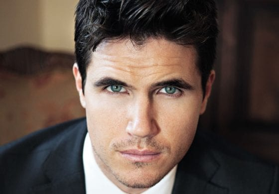 Robbie Amell has stunning eyes