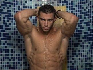 bodybuilder shower stretch marks