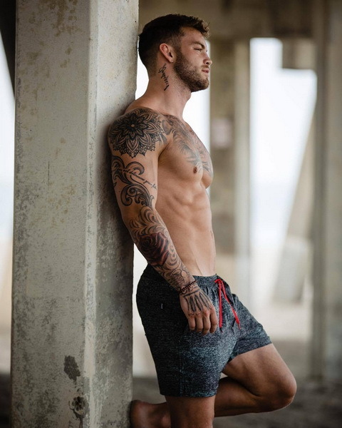 dustin mcneer tats muscles and abs
