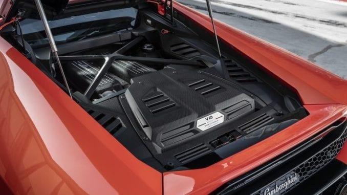 Lamborghini Huracán engine under hood